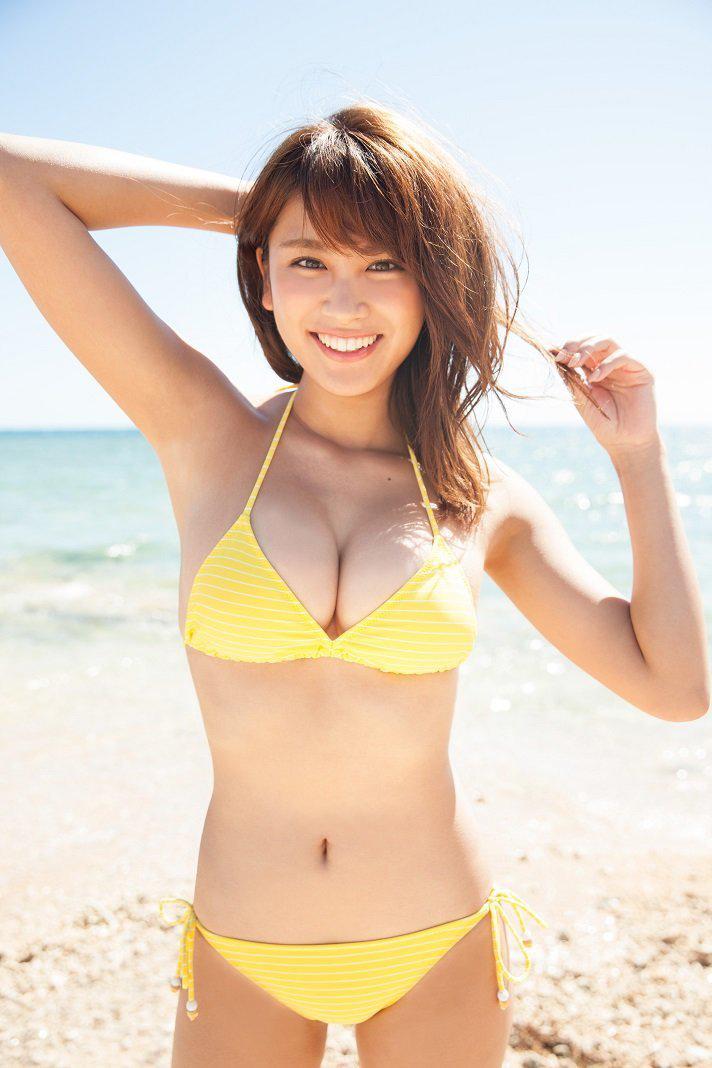 久松郁実 ビキニからはみ出してるお乳に釘付けになっちゃうえろ写真