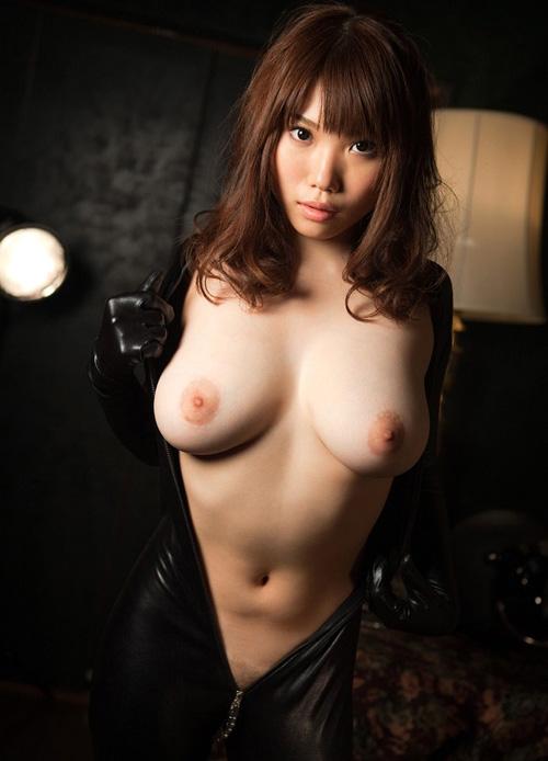 【3次元】ぷるぷるな爆乳がこぼれ落ちそうなお姉さんのエロ画像集wwww(70枚)