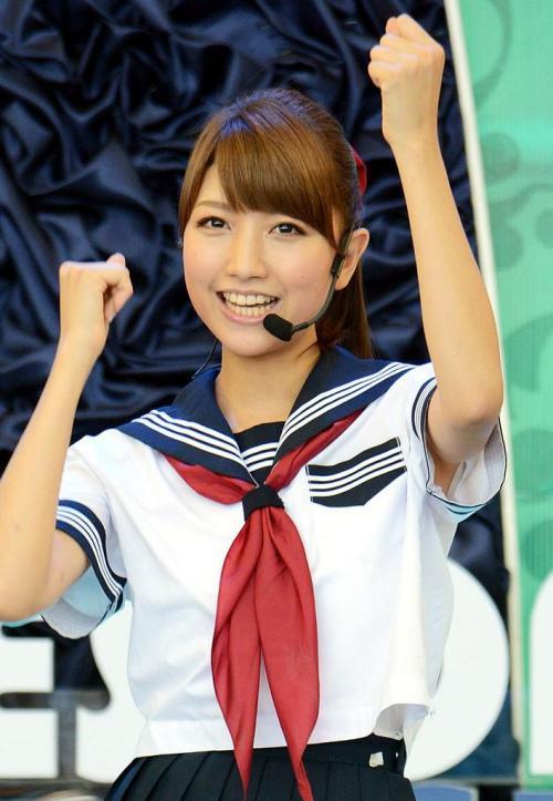 三田友梨佳 清潔感ある笑顔と美しい美脚で翻弄させてくれるおっぱい画像