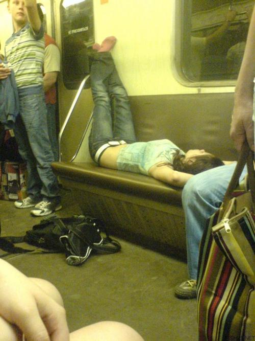 【悪ノリ エロ画像】泥のように酔ってしまった素人さんの酷い姿www