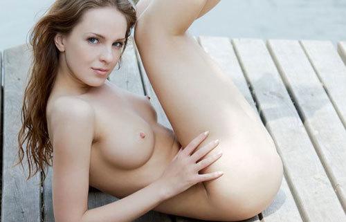 【海外エロ画像】透き通るほどに…真っ白な裸体で挑発する白人のお姉様たちwww
