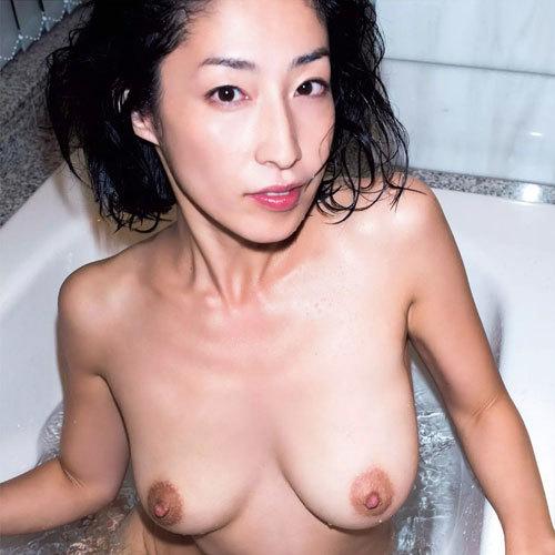 佐藤寛子 ヘアヌード写真集『1262』で乳首露出の完全ヘアヌード公開!