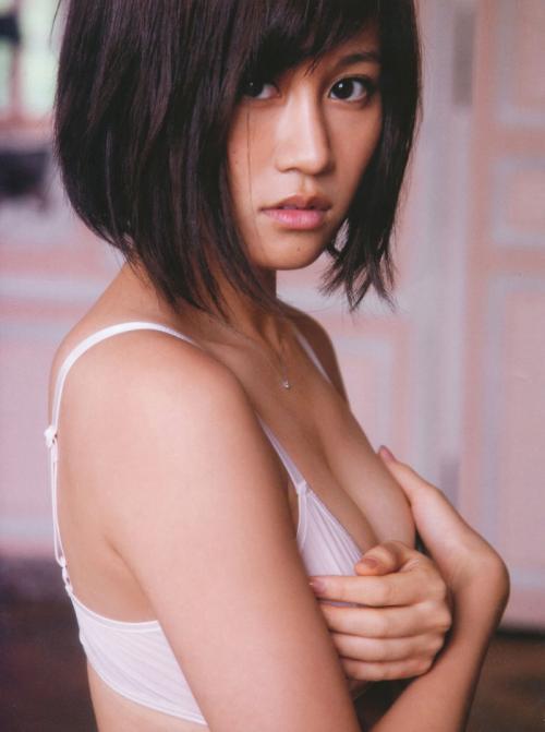 前田敦子 無邪気な顔で脱力系な感じが人気となっているおっぱい画像