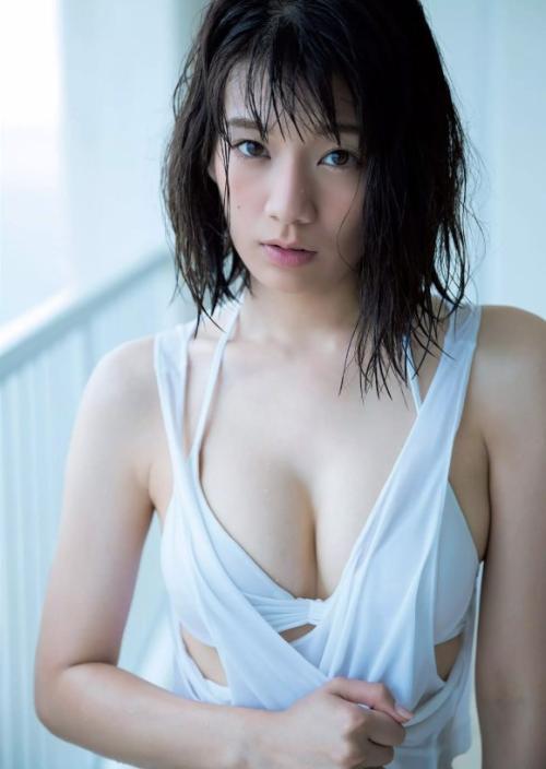 佐藤美希 さわやかスポーツ美女がくびれを見せつける張りのあるおっぱい画像