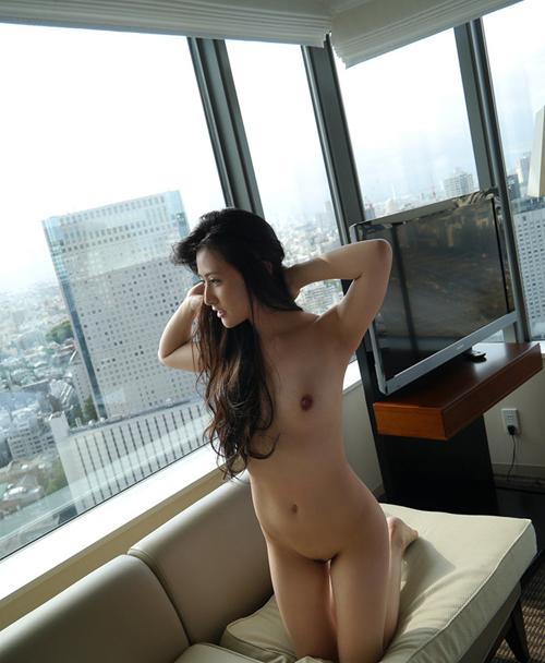 股もアソコもくぱぁと開いて誘惑するお姉さんのセックス画像