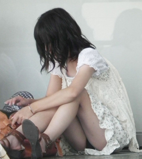 【素人パンチラ】下着ぐらい見られても全然気にしない最近の女子ってヤバくない?wwww【画像30枚】