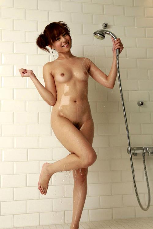 シャワーの水で濡れ濡れおっぱい17