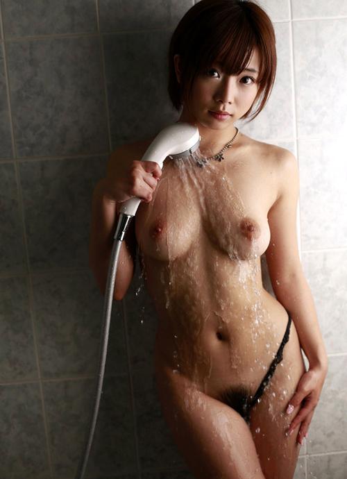 シャワーの水で濡れ濡れおっぱい26