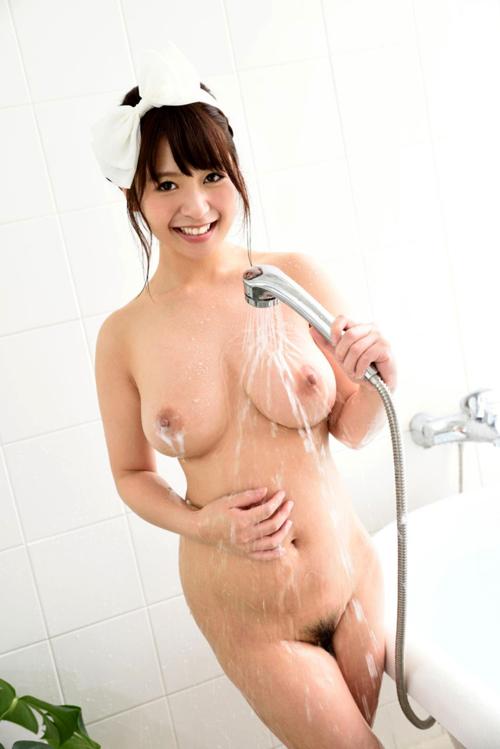 シャワーの水で濡れ濡れおっぱい27