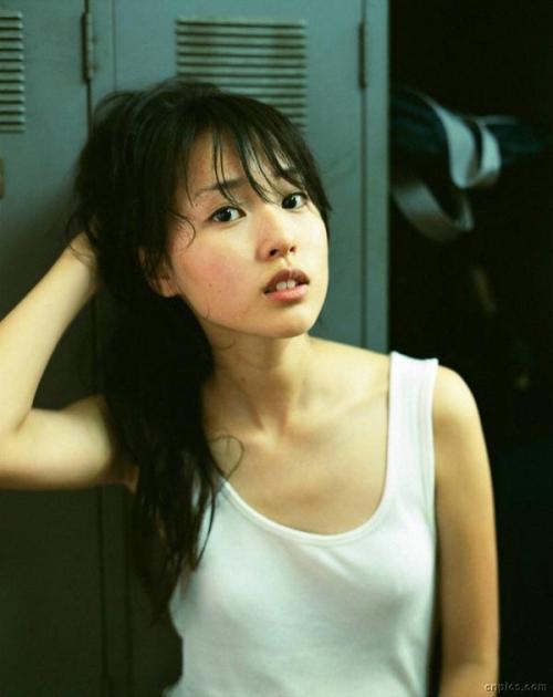 戸田恵梨香 Sっ気キャラが一番似合うちょっとスレンダーすぎる貧乳おっぱい画像