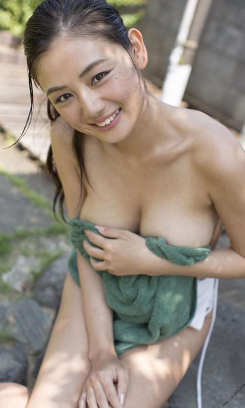 片山萌美 『Rashin 裸芯 』ヌード写真集が大人気!極上のGカップおっぱいグラビアまとめ