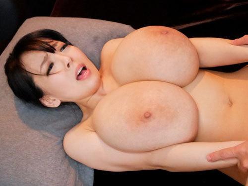 Hitomi 超ロケット乳ぱいずり密着マッサージサロン 挟射ナカ出しフルコースを体験