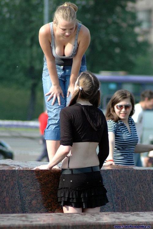 【画像】爆乳ロシア美少女達がロシアの噴水でおっぱい祭りワロタwwwwwwwwwwww