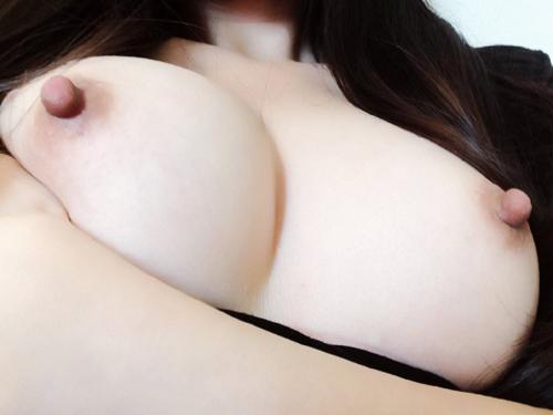 美白乳!色白な女の子のとっても綺麗な美白美乳!!