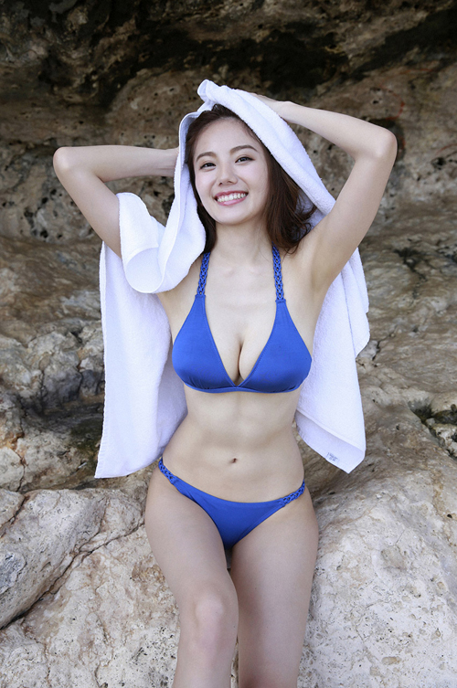 女子アナ界ぶっちぎりナンバーワンの神ボディ。伊東紗冶子(23)の水着グラビア