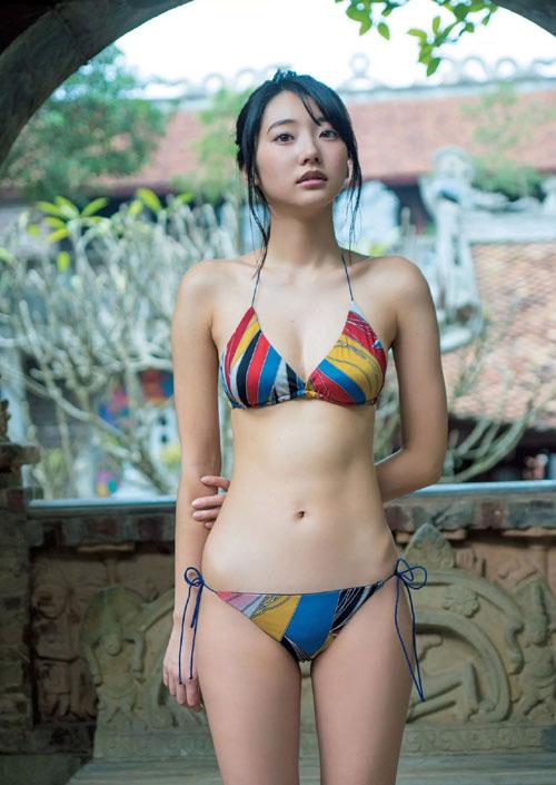武田玲奈(19) 異国で魅せた妖しい白肌がエロい。