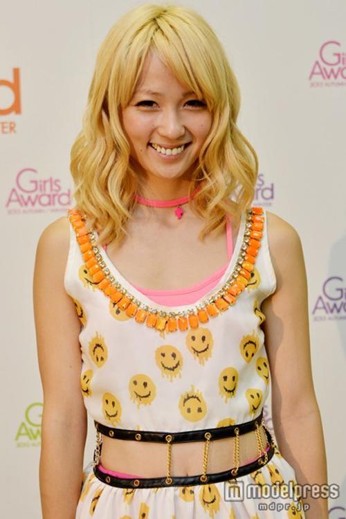 E-girls Ami ピンクほっぺが可愛くて小顔がキュートな抱きしめたくなるおっぱい画像