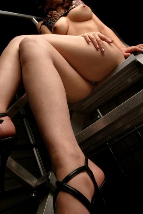 なかなか見る機会は無いけどローアングルから眺める女の身体が超絶エロいwww【画像30枚】