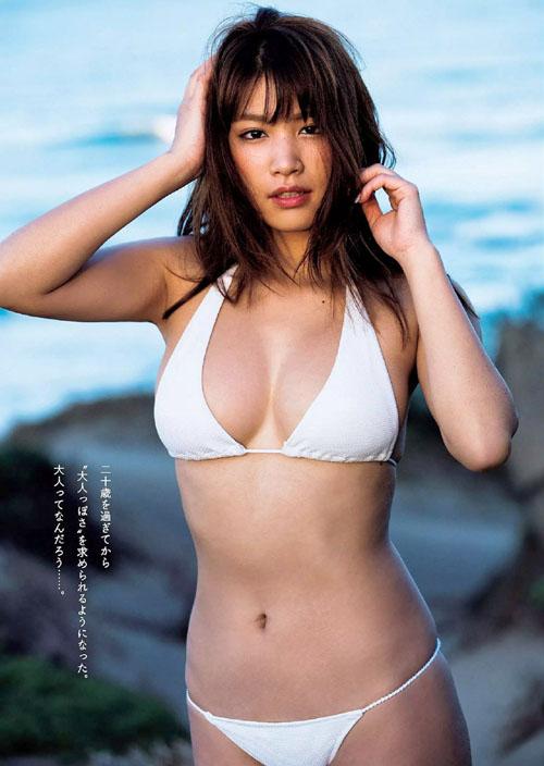 久松郁実(20) 薄暗い安宿と高級ホテルで大人のグラビア。