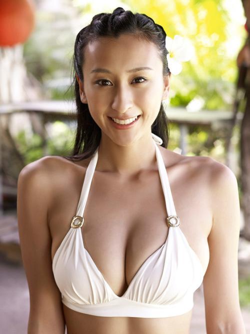 浅田舞 男好きしそうな顔つきでしても肉食女子で喰らいつくおっぱい画像