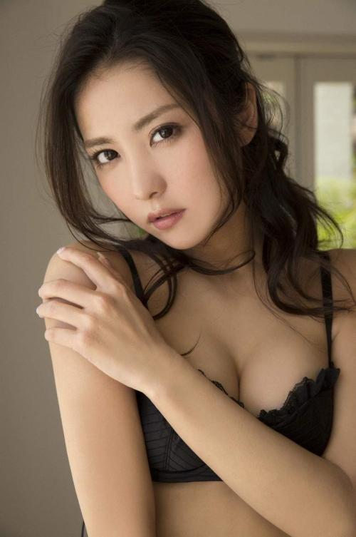 石川恋 ダイエットして腹筋もすごくなりキレイになり魅力あふれるおっぱい画像