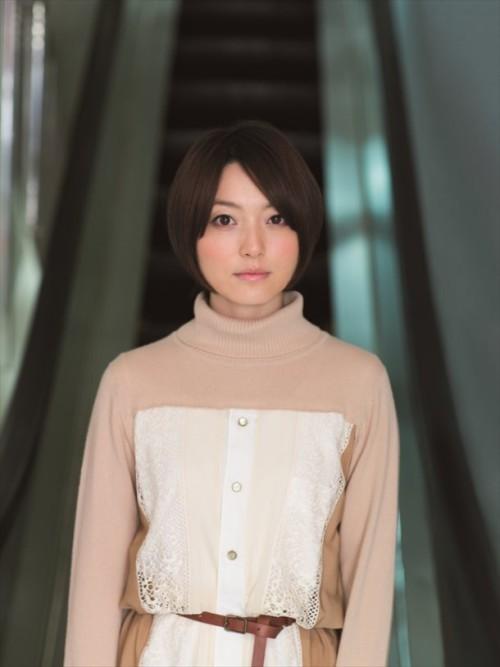 花澤香菜 人気声優が白い肌と癒やし美声で男性を誘惑するおっぱい画像