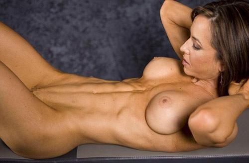 腹筋がセクシーな外国人スレンダー美女画像