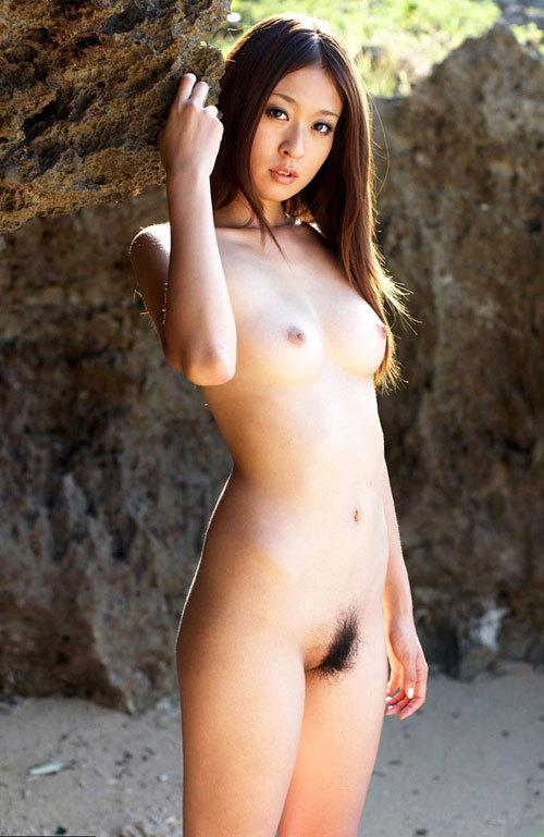 全裸でおっぱいとマン毛が丸見え3