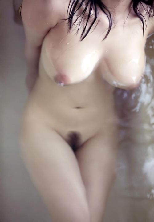 お風呂で湯船に浸かる女の子たちの丸見えなマン毛や乳首が一層エロく感じるwww【画像30枚】