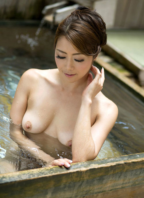 露天風呂に入りおっぱい揉みたい5