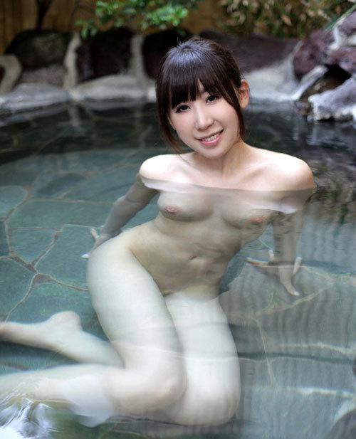 露天風呂に入りおっぱい揉みたい13