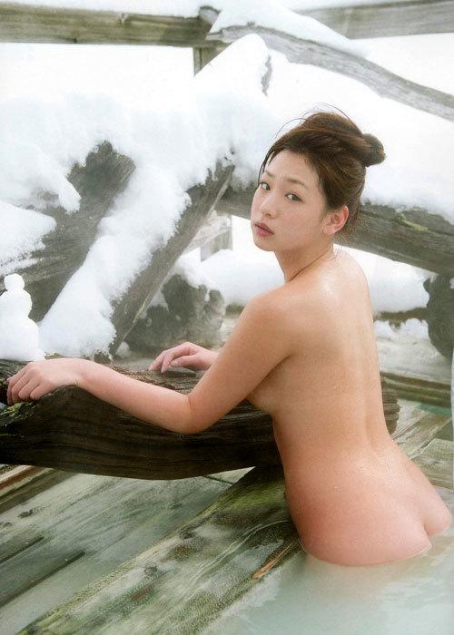露天風呂に入りおっぱい揉みたい19