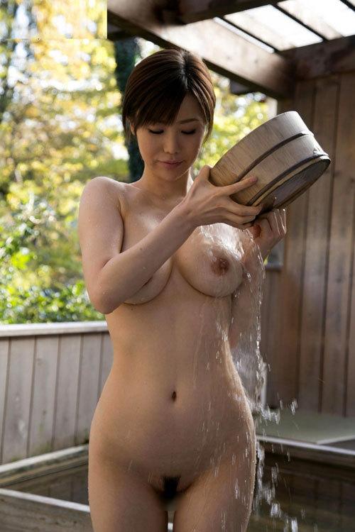 露天風呂に入りおっぱい揉みたい29