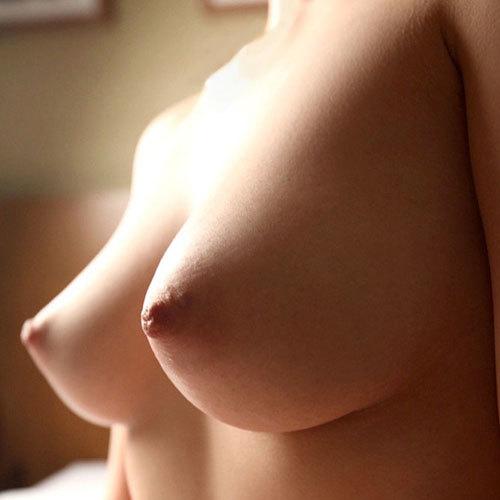 3次元 乳首が上向きなツンおっぱい娘エロ画像 35枚