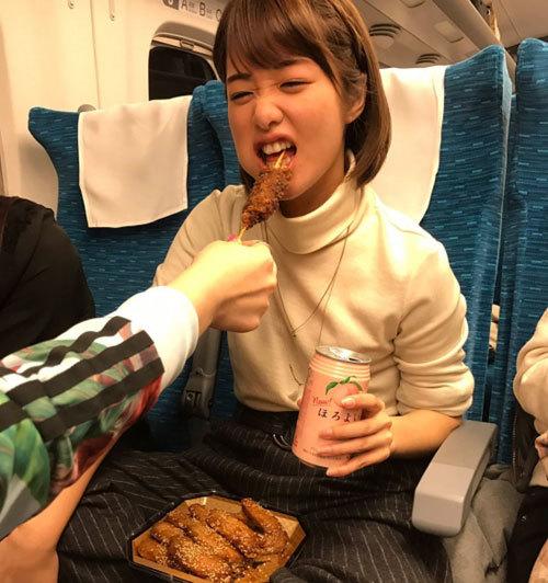 AV女優・川上奈々美の新幹線の様子が話題に!