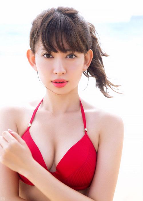 AKBこじはる(28) SEXYランジェリーで魅せる美乳&美尻。