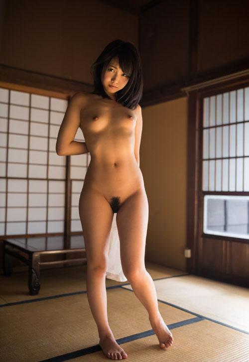 戸田真琴 処女でAVデビューした美少女。現役jkのような制服ヌードグラビア