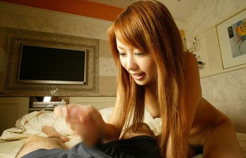【手コキエロ画像】手抜きではないw女のシゴきが導いてくれる手コキご奉仕www
