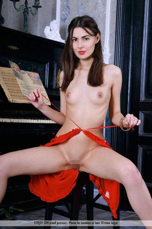 【外人美女ヌード画像】美 し い ハ ダ カ 。ロシアン美女のビューティフルボディ!特にお尻が素晴らしいwww