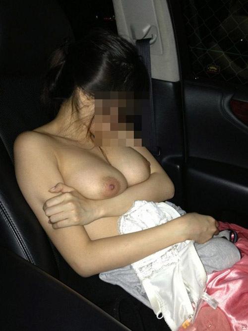 【素人】自家用車の中で撮れた彼女や身内の裸などエロい姿をネットで晒しちゃうヤツwwww【画像30枚】
