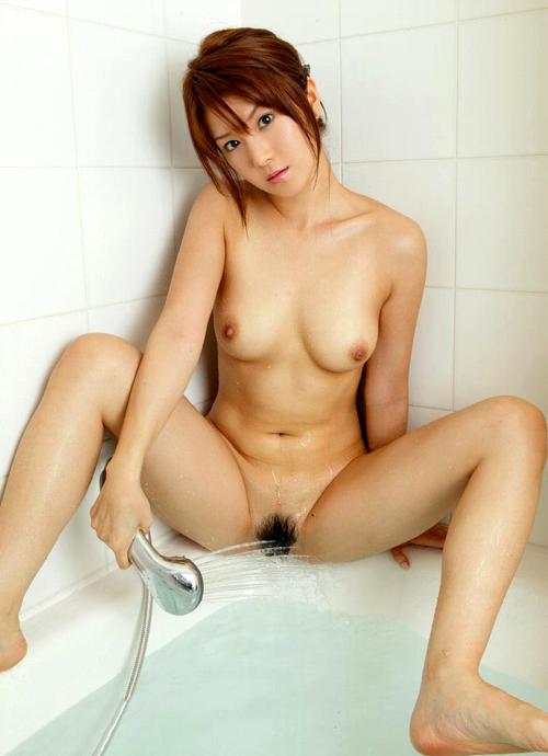 シャワーを股間に当てるおっぱい21
