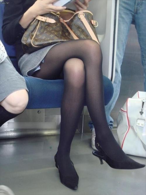 脚の曲線美がエロいパンスト★エロ画像50枚