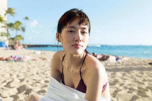 綾瀬はるかの最新写真集水着エロ画像!巨乳おっぱい100連発!