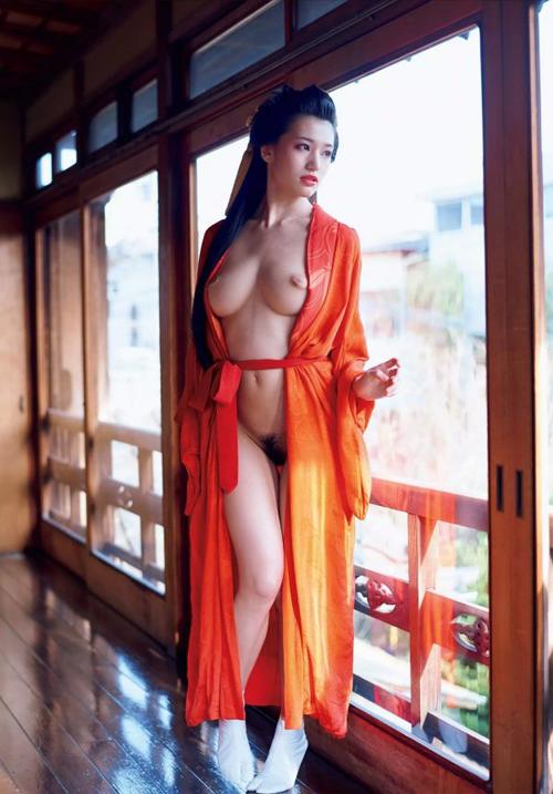 高橋しょう子 花魁の潤沢~艶やかな着物をはだけて誘う!乱れるエロス ヌードグラビア