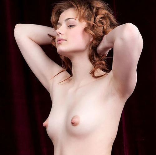 【外人美女ヌード画像】激カワな顔・白い肌・小ぶりなおっぱい → 予想通り。勃起したデカ乳首 → 想定外のエロ展開wwww