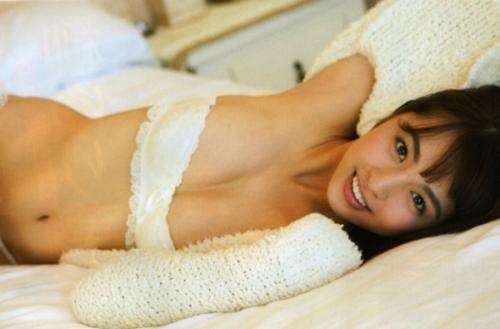 【柳ゆり菜の完熟ぷるぷるボディ画像・動画】Eカップ乳お尻おへそ全てがセクシー!