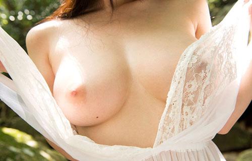 【美乳エロ画像】知っていれば女体を全掌握した気分w脱がせて見える胸のほくろwww