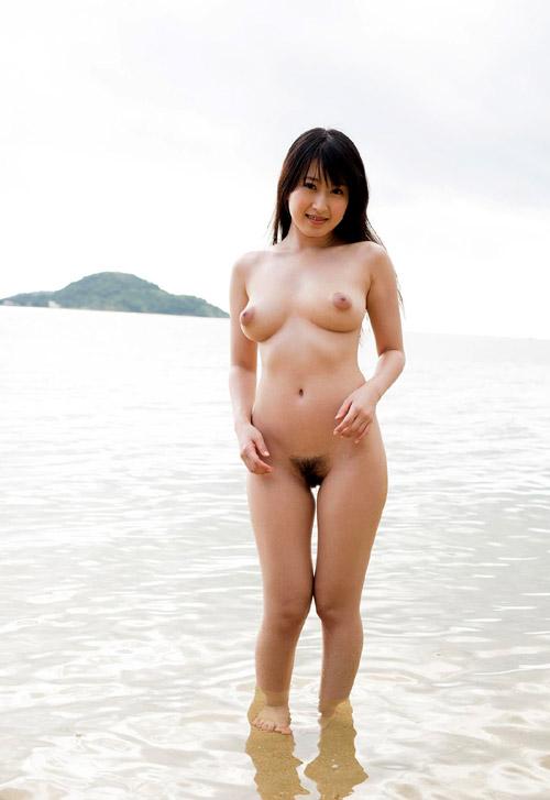 夏が待ち遠しい海や砂浜でおっぱい丸出しではしゃぐお姉さん18