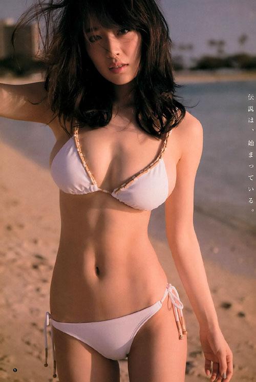 泉里香(28) ハワイで魅せた究極のカラダ。