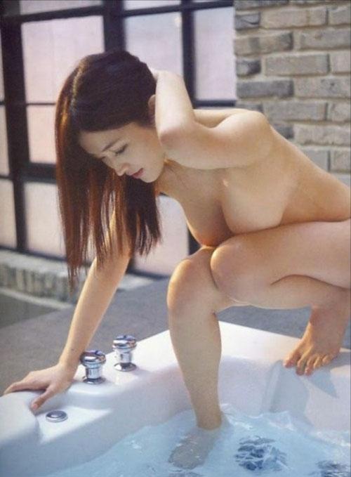 テレビで葉加瀬マイ(30)の全裸が映る